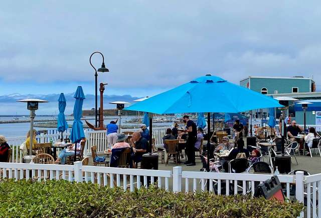 waterfront outdoor dining in Half Moon Bay